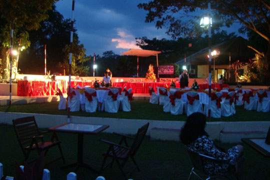 CW-Cafe-Alfresco-Dinner-Setup-200
